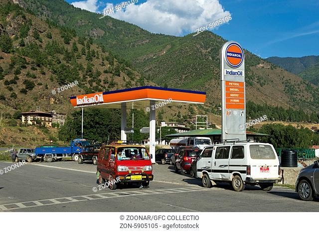 Tankstelle der Indian Oil Corporation, Paro, Bhutan / Petrol station of the Indian Oil Corporation, Paro, Bhutan