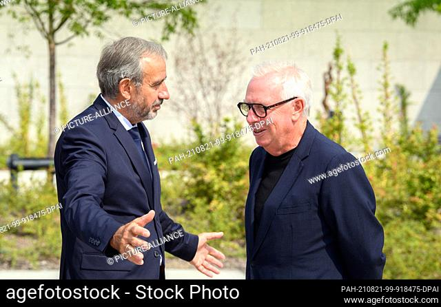21 August 2021, Berlin: Hermann Parzinger, President of the Prussian Cultural Heritage Foundation, and the British architect David Chipperfield talk during the...