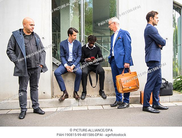 15 August 2019, Hessen, Frankfurt/Main: Efe Aktas (l-r), Jatta player advisor, and Jonas Boldt, HSV sports board member, are on the DFB grounds with Bakery...