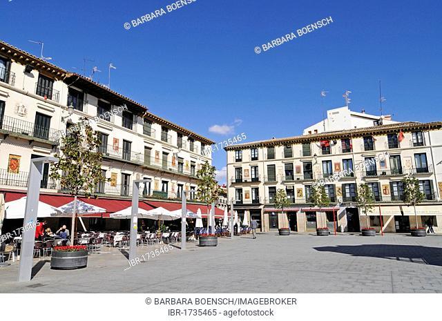 Sidewalk cafes, Plaza de los Fueros, Tudela, Navarra, Spain, Europe