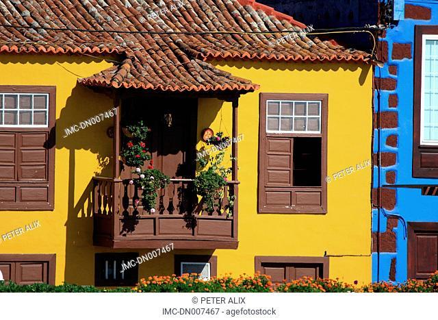 Spain, Canary islands, La Palma, Tazacorte, flowery balcony
