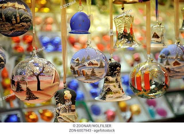 Weihnachtsmarkt, Christkindlmarkt in der Altstadt Salzburg, Österreich