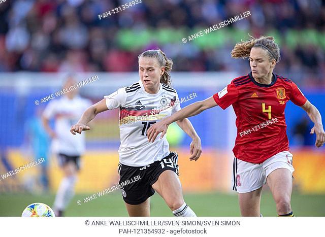 Klara BUEHL (Bvºhl, l. GER) in a duel versus Irene PAREDES (ESP), Aktion.duels. Preliminary Group B, Match 15, Germany (GER) - Spain (ESP) 1: 0, on 12