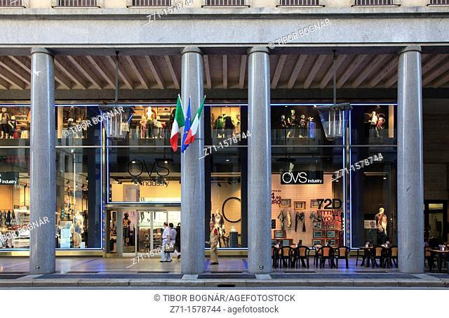 Italy, Piedmont, Turin, Via Roma, shopping arcade