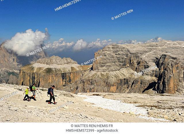 Italy, Trentino-Alto Adige, autonomous province of Bolzano, Dolomites, near Passo Pordoi, the gruppo del Sella, the Sas Pordoi