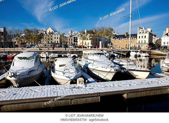 France, Morbihan, Vannes, harbour under the snow, Rabine's quay