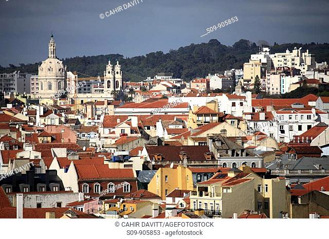 Portugal, Lisboa, Lisbon, Castelo, panoramic view of Lisbon from the ramparts of the Castle of Sao Jorge