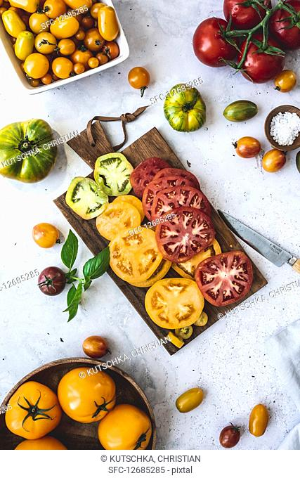 Different colored heirloom tomatoes, sliced