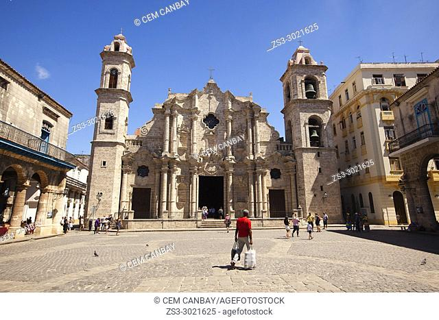 View to the the Cathedral at Cathedral Square- Plaza de la Catedral in Old Havana- Havana Vieja, La Habana, Cuba, West Indies, Central America