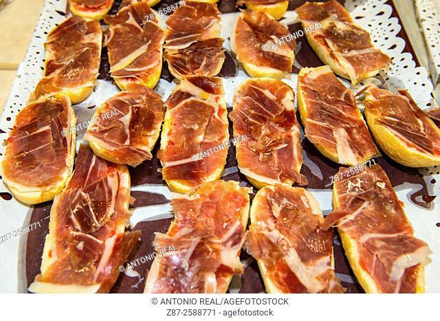 Montaditos de jamón (ham snacks)