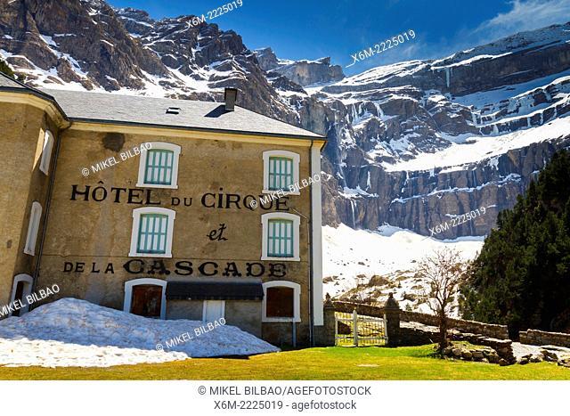 Gavarnie glacier cirque and hotel