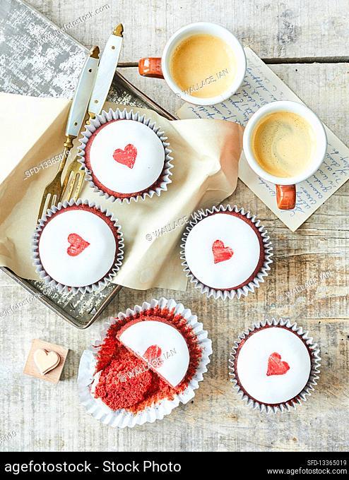 Red velvet loveheart cakes