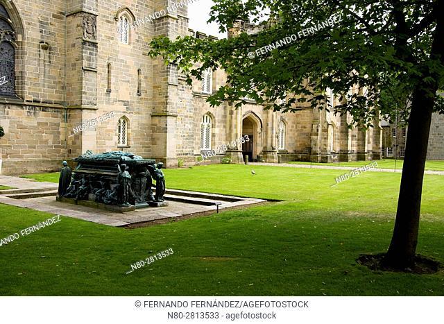 Bishop of elphinstone tomb. King's College Chapel. High Street. Old Aberdeen. Aberdeen. Scotland. United Kingdom. Europe