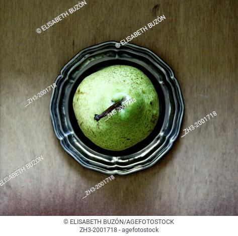 Picture about a pear on a plate