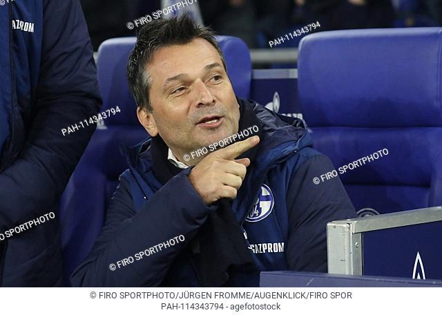firo football, football, 19.12.2018 1st Bundesliga, season 2018/2019 FC Schalke 04 - Bayer Leverkusen 1: 2 gesture, manager Christian Heidel | usage worldwide