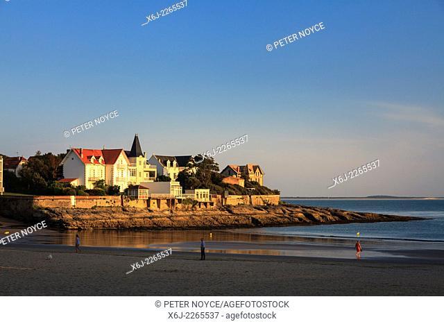 Evening sunshine on the beach and bay at Conche de Saint Palais near Royan