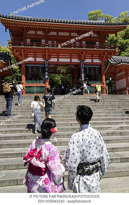 Kyoto, Japan - Main gate of the Yasaka jinja shrine in Kyoto with couple in kimono