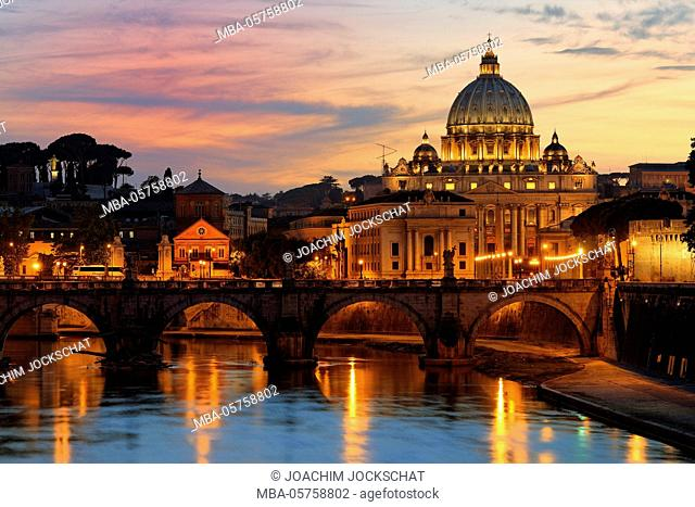 View above the Tiber to St. Peter's Basilica in Rome, Rome, Vatican, province Roma, Latium, Italy