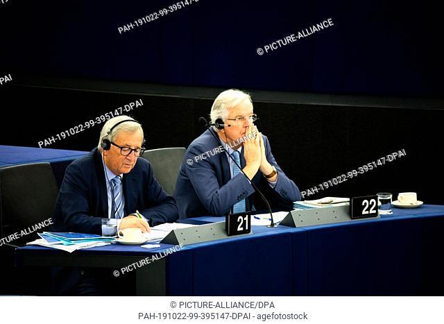 22 October 2019, France (France), Straßburg: Jean-Claude Juncker (l), President of the European Commission, and Michel Barnier