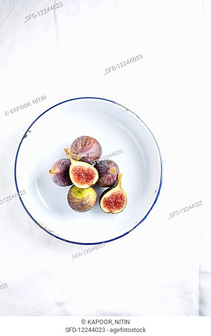 Whole and Cut fig on a plate
