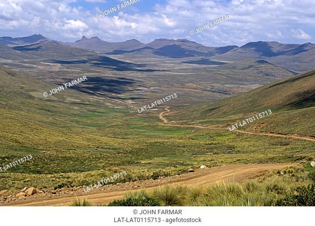 The Drakensberg mountains are the dramatic land formations in the middle of the uKhahlamba-Drakensberg Park