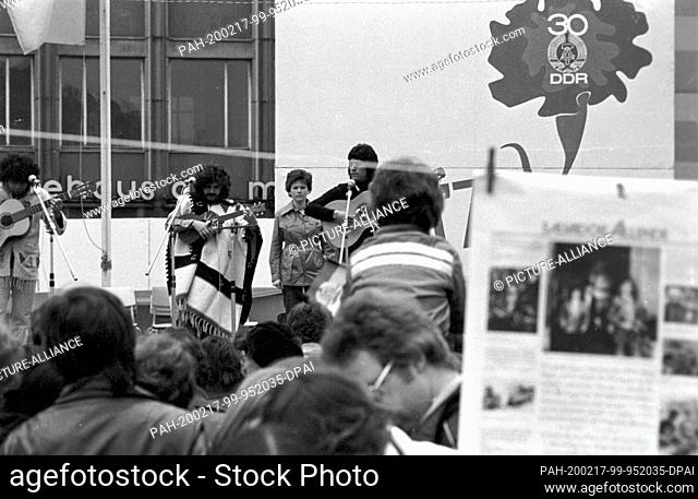 """01 May 1979, Brandenburg, Leipzig: After the demonstration on May 1, 1979 in Leipzig on the Ring, which in the """"""""GDR was called the """"""""International Fighting and..."""