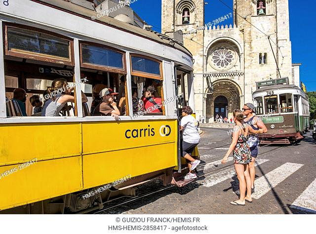 Portugal, Lisbon, Alfama district, the tramway or eletrico in front of Santa Maria Maior cathedral