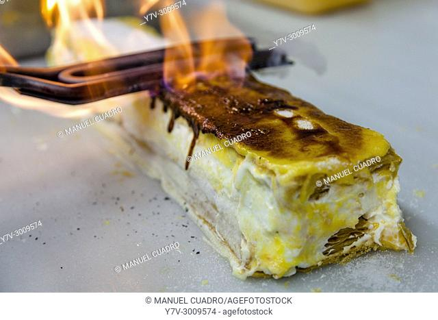 Toasting and flambéing a cream cake