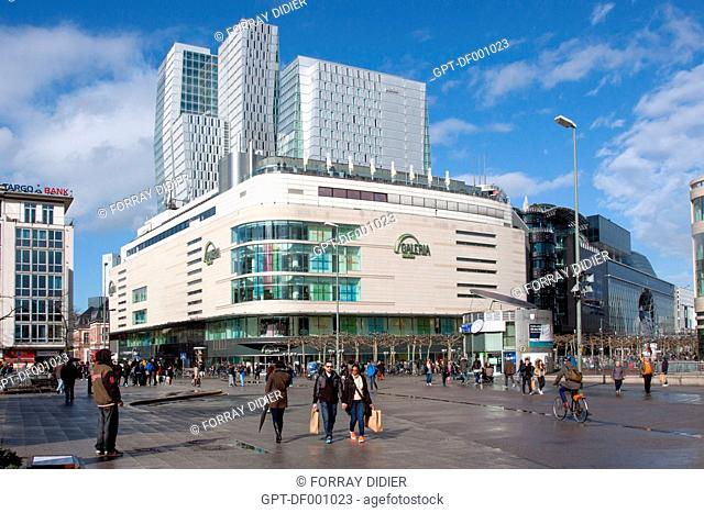 FACADES OF THE SHOPPING MALL ON THE HAUPTWACHE SQUARE WITH, IN THE BACKGROUND, THE HOTEL JUMEIRAH FRANKFURT, FRANKFURT, STATE OF HESSE, GERMANY