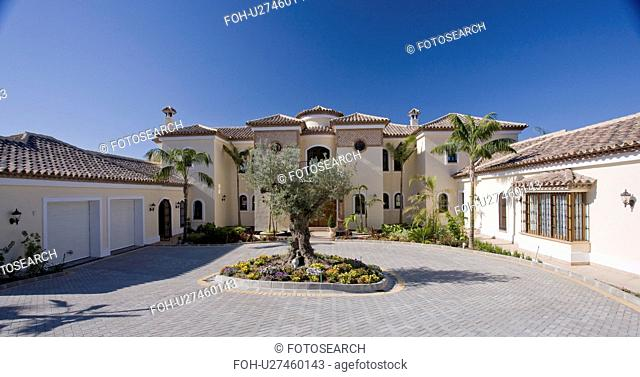 Large villa in Southern Spain with circular driveway around ancient olive tree