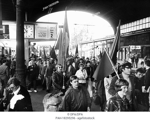 Demonstrators with red flags after the arrival of the special train at the station in Bonn on 11 May 1968. A special train of the German Reichsbahn (GDR) left...