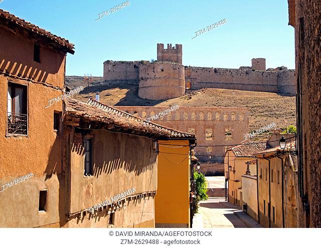 Berlanga de Duero con su castillo. Conjunto histórico artístico. Soria. Castilla León. España