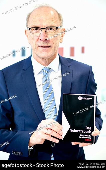 27 October 2020, Lower Saxony, Hanover: Bernhard Zentgraf, President of the Taxpayers' Association (BdSt) in Lower Saxony and Bremen
