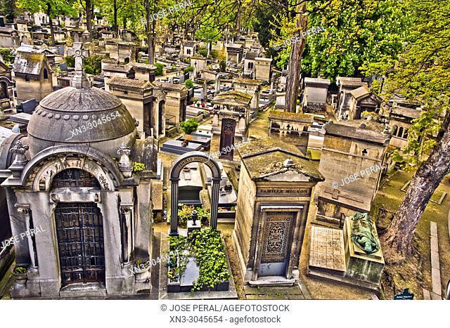 Tombs, Montmartre Cemetery, Cimetière de Montmartre or Cimitière du Nord, 18th arrondissemen, Paris, France, Europe