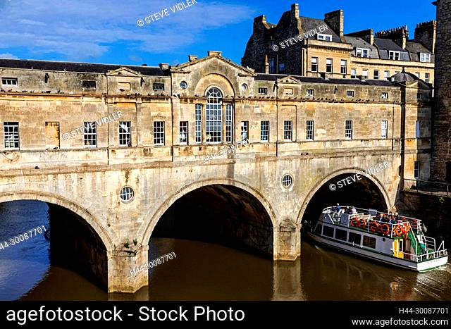 England, Somerset, Bath, Pultney Bridge and River Avon