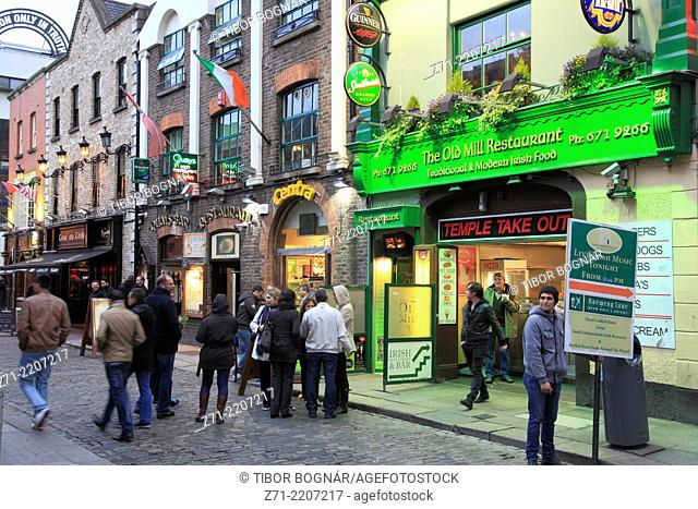 Ireland, Dublin, Temple Bar, street scene, nightlife,
