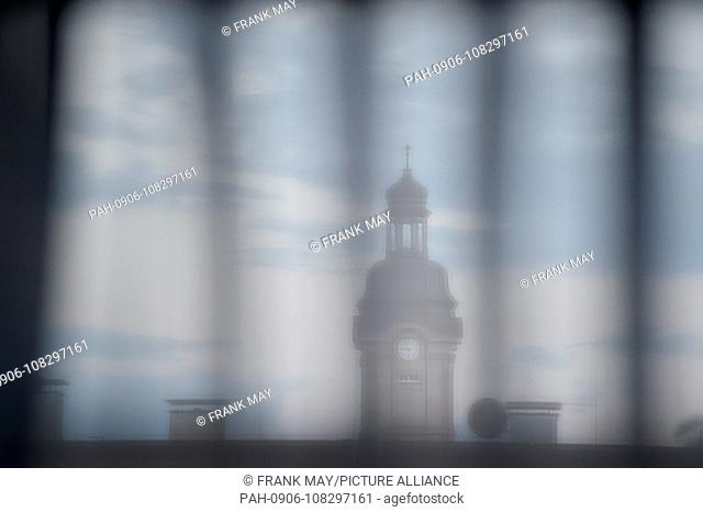 A church spire behind a curtain, Germany, city of Münster, 13.August 2018. Photo: Frank May | usage worldwide. - Münster/Nordrhein-Westfalen/Germany