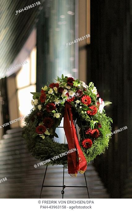 Unknown people have placed a wreath in front of the Synagogue to commemorate the 75th anniversary of the 1938 November pogromes in Mainz, Germany