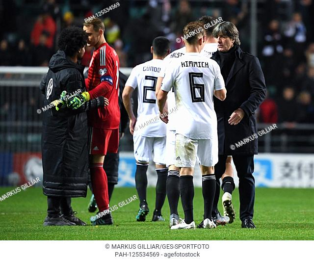 Coach / Bundescoach Joachim Jogi Loew (Germany) and Joshua Kimmich (Germany) after the game. GES / Soccer / EURO Qualification: Estonia - Germany, 13