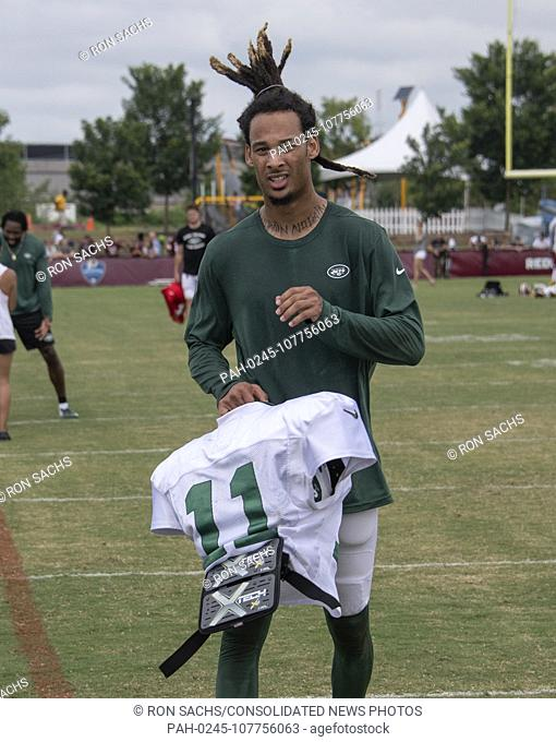 New York Jets wide receiver Robby Anderson (11) leaves the field after participating in a joint training camp practice with the Washington Redskins at the...