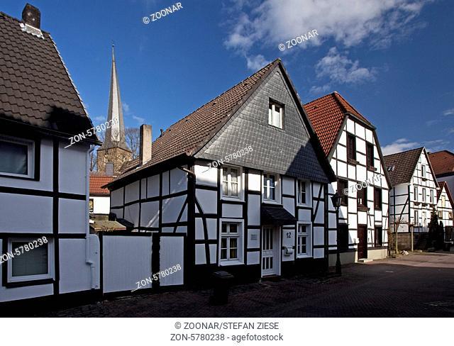 Die Altstadt mit dem Kirchturm von Sankt Viktor in Schwerte im Kreis Unna