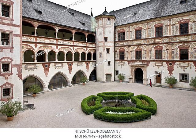 Österr Jenbach Schloß Tratzberg Blick. Schloßanlage aus dem 16. Jahrhundert. Hof Südwestecke von Oben