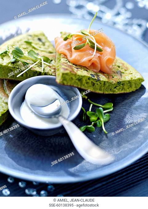 Green omelette with smoked salmon
