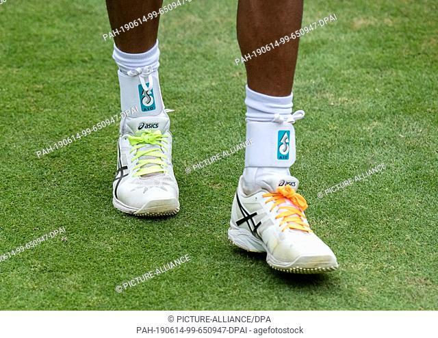 14 June 2019, Baden-Wuerttemberg, Stuttgart: Tennis: ATP-Tour - Stuttgart, singles, men, quarter finals: Brown (Germany) - Auger-Aliassime (Canada)