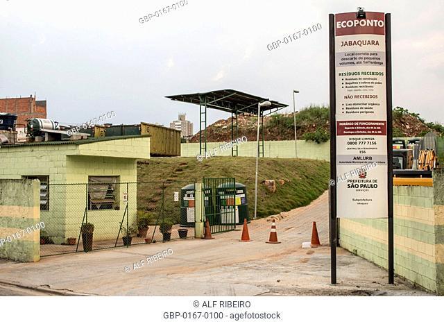 Entrance, Ecoponto, recyclable materials, 27.09.2015, Capital, Jabaquara, São Paulo, Brazil