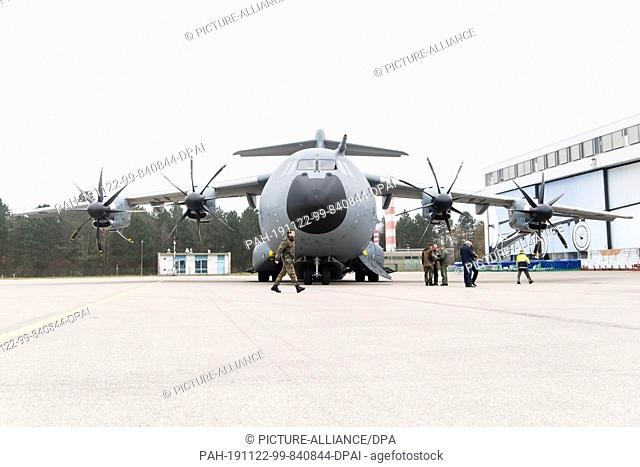 21 November 2019, Bavaria, Graben: An Airbus military transporter A400M stands in front of a hangar of the Lechfeld barracks during an information event for...