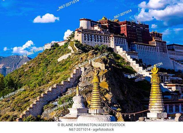 The Potala Palace with stupas in the foreground, Lhasa, Tibet (Xizang), China