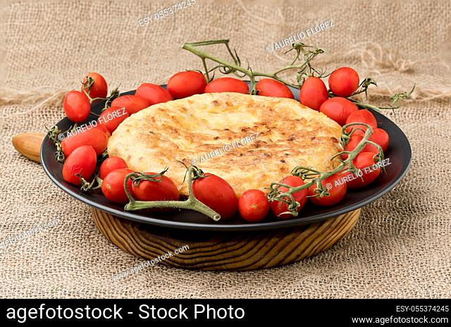 The potato omelette, potato omelette or Spanish omelette - also called potato omelette in Latin America and the Canary Islands - is an omelette (that is