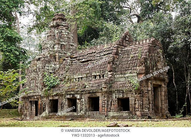 Ruin near Preah khan at Angkor, Cambodia  V10CAM0114RM
