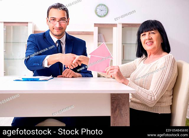 The male real estate agent and female client in the apartment